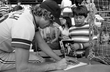 People at Bosse Field with the Evansville Triplets and Mark Fidrych of the Detroit Tigers, 1977. (MSS 034-1710)