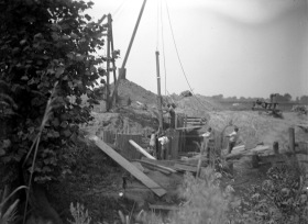 Gresham Creek bridge construction with men working on west pier in New Harmony, Indiana, 1927. Source: Don Blair Collection (MSS 247-4045)