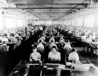 Workers at Fendrich Cigar Company in Evansville, Indiana, 1905. Source: MSS 205-005.