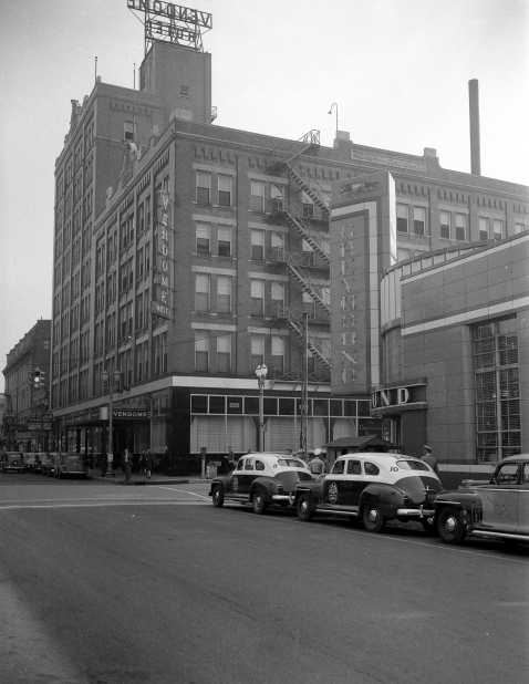 Vendome Hotel (center) and the Greyhound Bus Station (right) at NW Third Street and Sycamore Street in Evansville, Indiana, 1946. Source: Tom Mueller collection, MSS 264-0454.