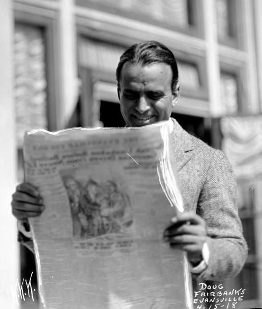 Douglas Fairbanks promoting war bonds in Evansville, Indiana, 1918. Source: Tom Mueller collection, MSS 264-1166.