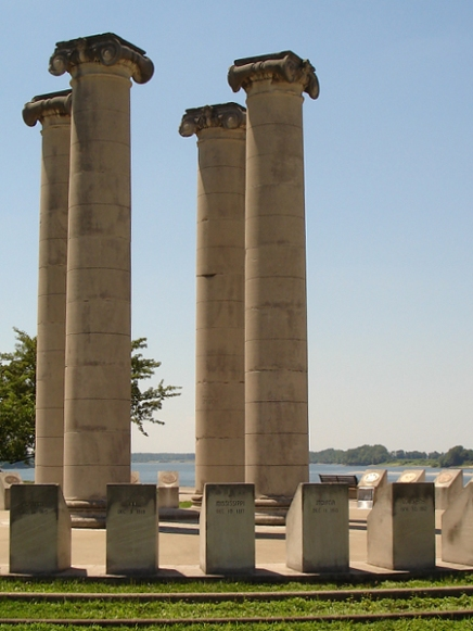 Four Freedoms momument, 2012. Source: https://commons.wikimedia.org/wiki/File:Four_Freedoms_Monument,_Evansville,_Indiana.JPG