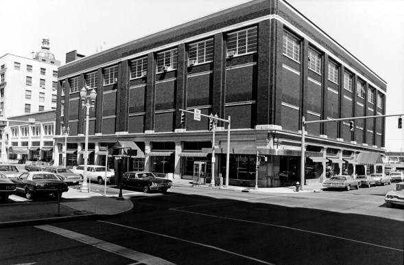 Sears building at 101 NW 4th St., at the corner with Sycamore Street, 1978-1979. Source: Hammond-Awe collection, MSS 183-182.
