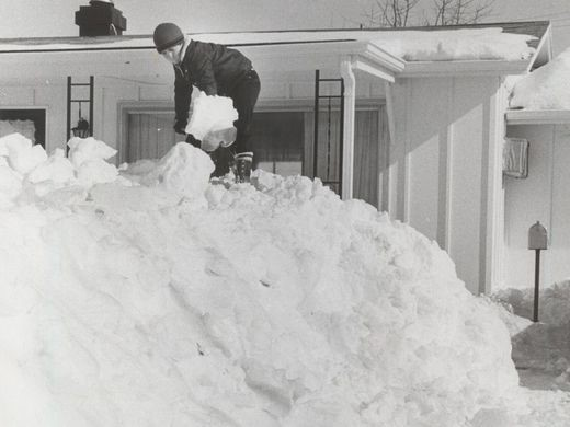 Little boy digging out snow from the front of his house, 1978. Source: https://www.indystar.com/story/news/history/retroindy/2016/01/25/retroindy-blizzard-1978/79293570/