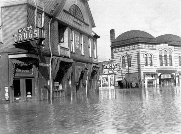 Close-up of SE Second Street and Adams Avenue in Evansville, Indiana, 1937. Source: Flood of 1937 collection, MSS 272-0730.