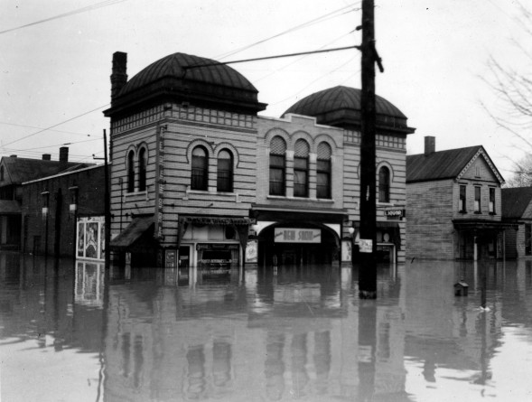 Alhambra Theatre in Evansville, Indiana, 1937. Source: Flood of 1937 collection, MSS 272-0782.