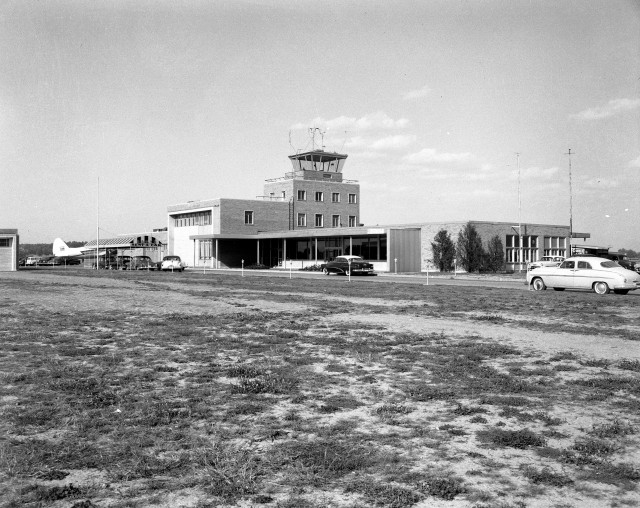 Evansville Municipal Airport in Evansville, Indiana, 1950. Source: Thomas Mueller collection, MSS 264-0438.