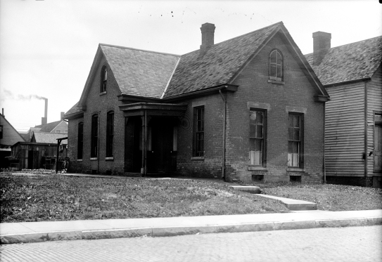 Paul Dresser's home in Evansville, Indiana from c. 1881 to 1886, 1919. Source: Thomas Mueller collection, MSS 264-2961.