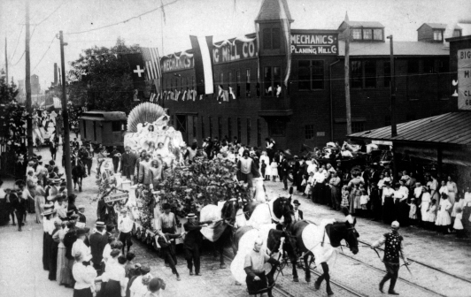German Day parade on North Main Street in Evansville, Indiana, n.d. Source: Schlamp-Meyer Family collection (MSS 157-0369).