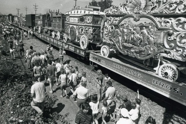 Circus train in Racine County, WI, undated. Source: http://tiny.cc/buakfz