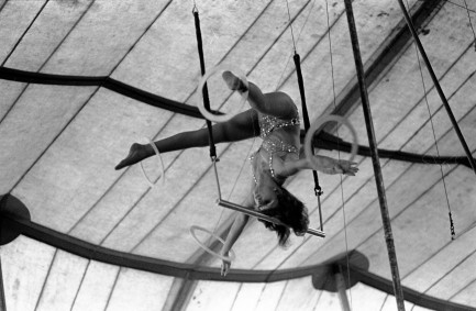 Acrobat in Evansville, Indiana. Source: Greg Smith Photographic Collections, MSS 034-1724, University Archives and Special Collections, USI