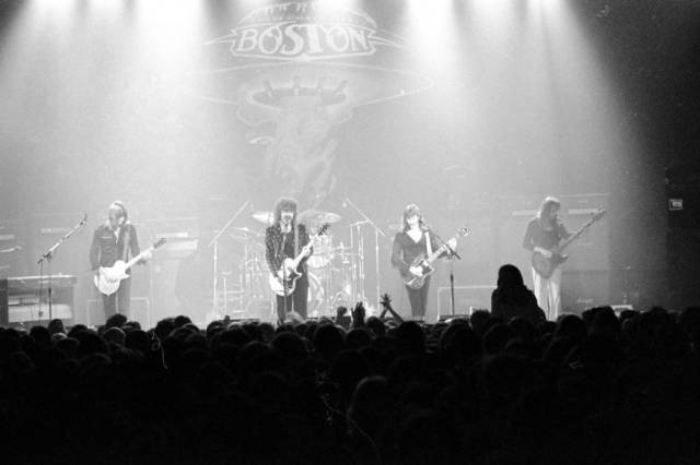 Boston performing at the Soldiers and Sailors Memorial Coliseum on December 9, 1976. Source: Greg Smith Collection at University of Southern Indiana (MSS 034-0492).