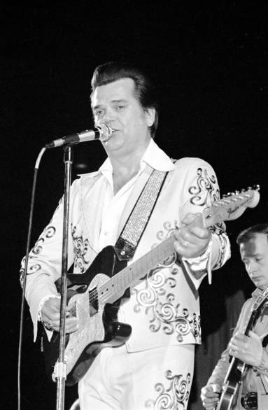 Conway Twitty performing at Roberts Stadium on March 25, 1977. Source: Greg Smith Collection at University of Southern Indiana (MSS 034-1489).