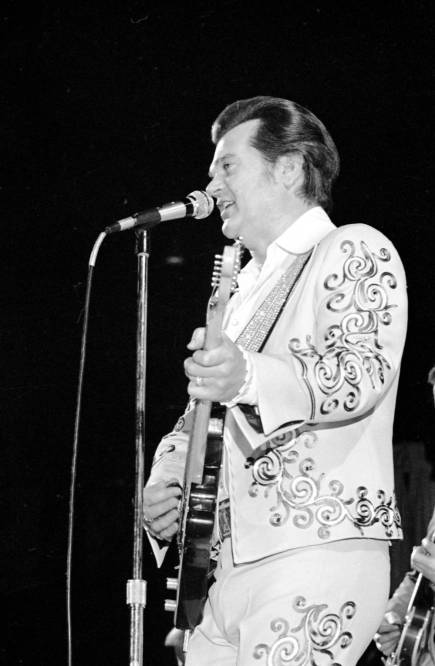 Conway Twitty performing at Roberts Stadium on March 25, 1977. Source: Greg Smith Collection at University of Southern Indiana (MSS 034-1490).