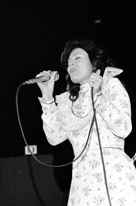 Loretta Lynn performing at Roberts Stadium on March 1977. Source: Greg Smith Collection at University of Southern Indiana (MSS 034-1496).