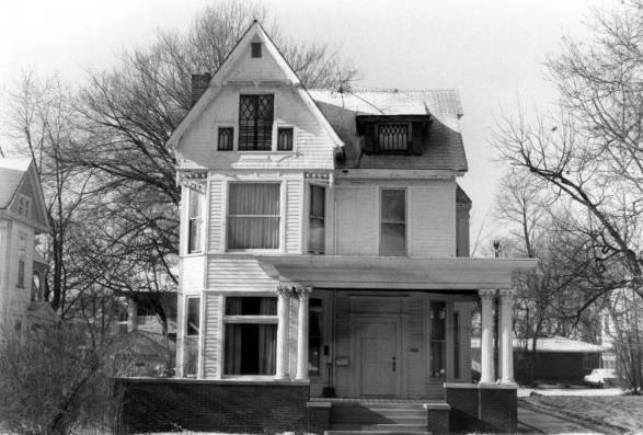 Residence at 1121 SE First Street in Evansville, Indiana