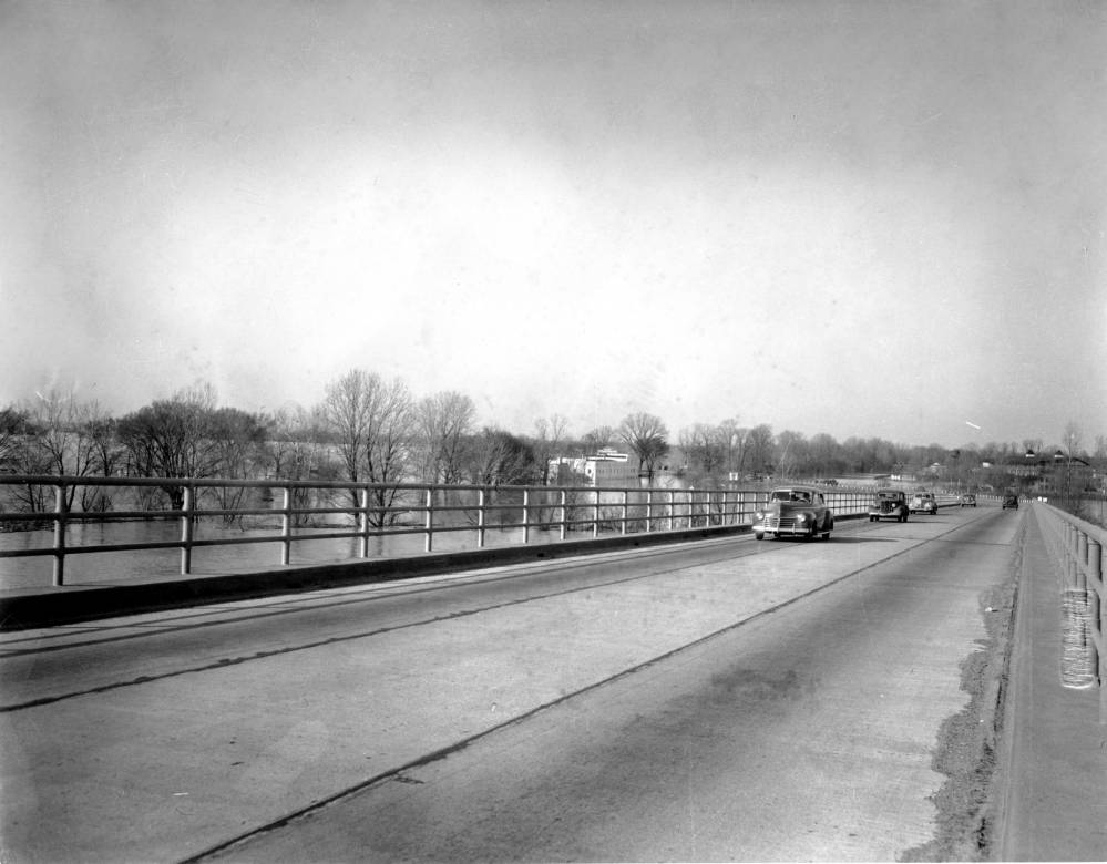 Cars approach to Ohio River Bridge in Evansville, Indiana, 1937.