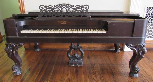 Steinway Piano (1)