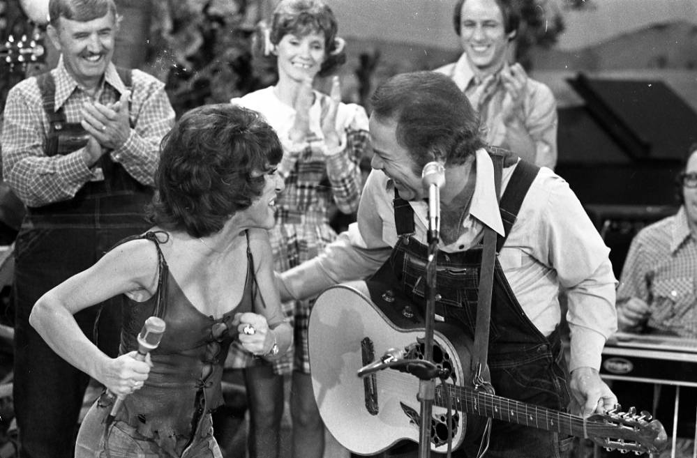 Ruth Buzzi and Roy Clark on Hee Haw, 1978.